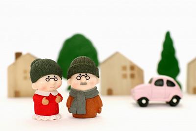 高齢者と住宅のイメージ
