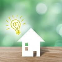 家と電球イメージ